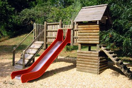 Plan cabane en bois avec toboggan